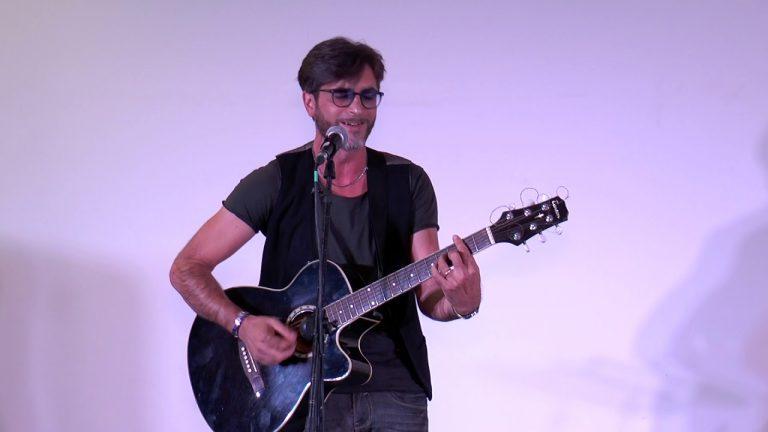 Mikele Buonocore, il canto di una terra nella voce di un vero artista anastasiano