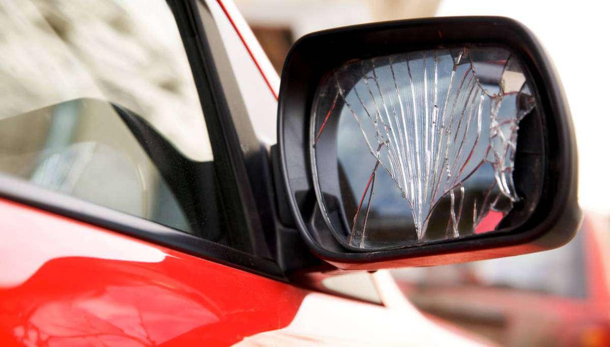 A Sant'Anastasia, in questo periodo, attenti alla truffa dello specchietto. Una BMW grigia…